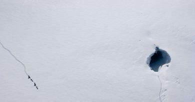 융프라우의 거대한 얼음 구멍
